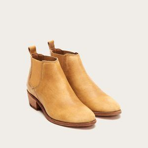 NWT Frye Tan Leather Carson Chelsea Boot Marigold